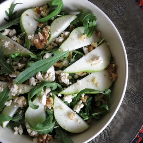 Arugula and Pear Salad with Raw Walnut and Vegan Blue Cheese