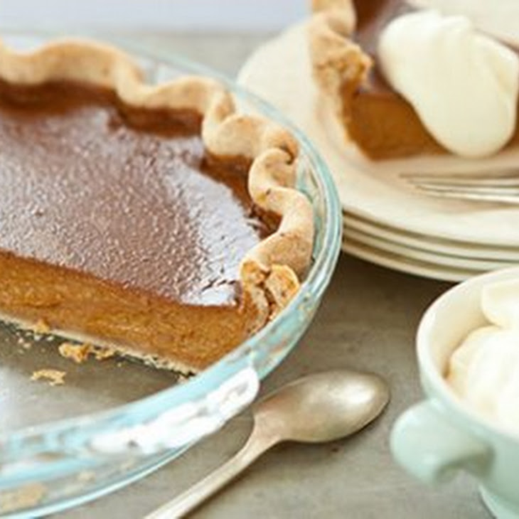 Pumpkin Pie with Pecan Crust and Cinnamon-Spiced Whipped Cream Recept ...