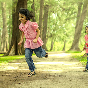 Playing with sister by Shahril Khmd - Babies & Children Children Candids ( ray, tone, green, play, daughter, line, run, stranger, jump, kid, sister, child, tree, fog, leading, garden, light, walk )