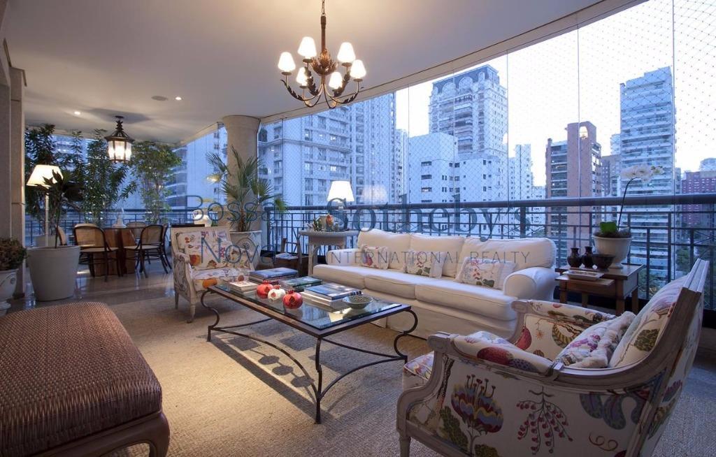 Requintado apartamento em rua exclusiva