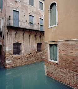 ​​​​​​​Giovanni Cocco, At what time does Venice close?