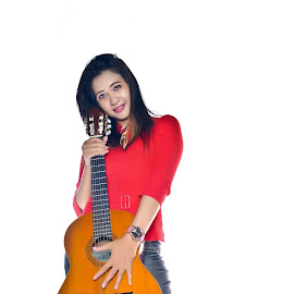 Guitar Women by Agus Mahmuda - People Musicians & Entertainers ( music, smle, girl, woman, guitar, beauty, beautiull, portrait )