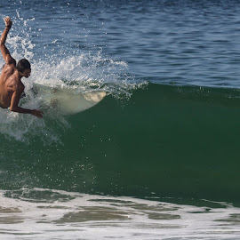 by Sergio Tohtli - Sports & Fitness Surfing