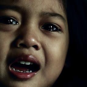 kenapa menangis sayang? by Ateddi S - Babies & Children Children Candids