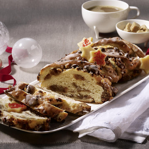Christmas Bread with Dates and Walnuts