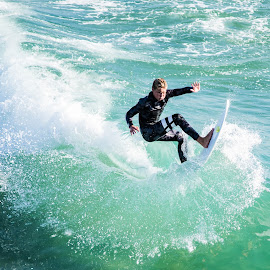 by David Bennett - Sports & Fitness Surfing