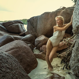 Where there is always summer by Dmitry Laudin - People Fashion ( swimsuit, woman, summer, ocean, beauty, beach, stones, tropics )
