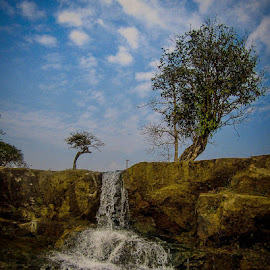Somewhere in Meghalaya 📷🏞 by Kenny Jyrwa - Landscapes Cloud Formations