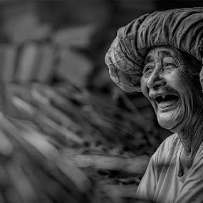 Happy grannie by Amril Nuryan - People Portraits of Women ( old, laugh, white, bw, smile, women, black, portrait )