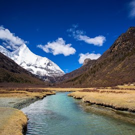Yading Nature Reserve by Mohamad Hafiz - Landscapes Mountains & Hills ( sichuan, mountain, mountainside, travel, landscape, daocheng, backpacker, solo, nature, outdoor, snow, yading, travel photography, river, china )