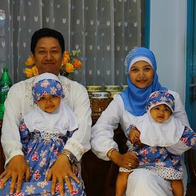 Potret Keluarga by Freddy Hernawan - People Family