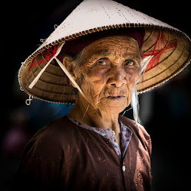 THE Look by Amanda Ellis - People Street & Candids ( wrinkles, old lady, morning light, market people, vietnam, beauty, aging )