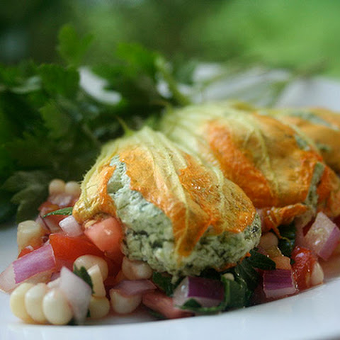 (Goat cheese stuffed squash blossoms with salsa)