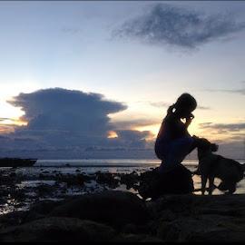 Ethel & Shiagoui by Dickson   Shia - Babies & Children Children Candids ( sunset, low tide, beach, dog, kid )