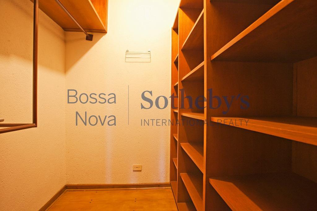 A localização perfeita faz desta casa uma das melhores opções de Alto de Pinheiros.