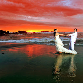 Romantic Sunset by Alit  Apriyana - Wedding Bride & Groom
