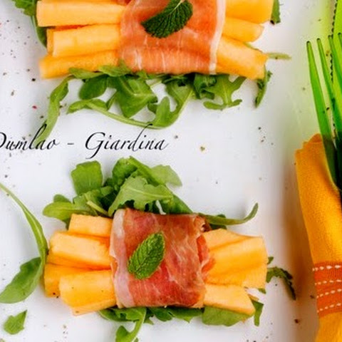 Prosciutto-Wrapped Melon Sticks With Rucola