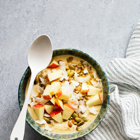 Spiced Apple and Oatmeal Smoothie Bowl