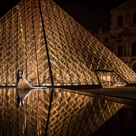 The Louvre by Valter Antunes - Wedding Bride & Groom ( noiva, paris, louvre, wedding, bride, groom )