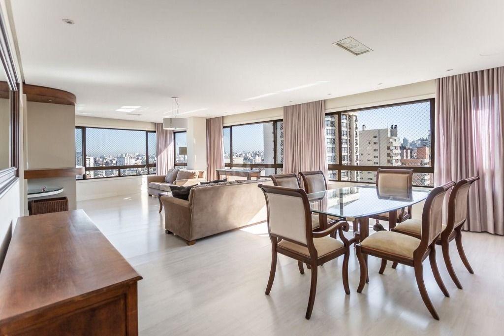 Apartamento 3 dormitórios e 3 vagas no bairro Petrópolis.