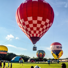 Hot air balloon launch in Waterford, Wisconsin by Jason Lockhart - Transportation Other ( wisconsin, waterford, launching, hot air balloons, baloonfest )