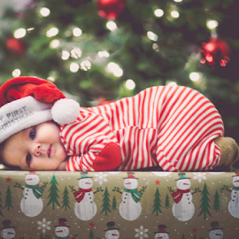 Christmas Baby by Kelly Alexander - Public Holidays Christmas ( present, gift, red, baby girl, christmas, gifts, baby, first, presents )