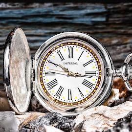 Klokke by Dirk Rosin - Artistic Objects Still Life