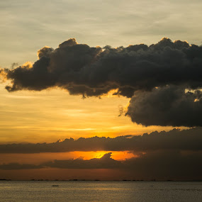 by Gi Masangya - Landscapes Sunsets & Sunrises ( 2013, outdoor photography, sea, manila bay, seascape, seaside, photography, nikon photography, sky, nature, nikon d3100, sunset, outdoor, manila, nikon, philippines )