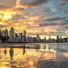 Sunset in Camboriu Beach by Rqserra Henrique - Landscapes Sunsets & Sunrises ( clouds, sky, sunset, rqserra, colorfull, beach, reflex, reflecting )