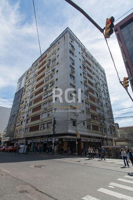 Apartamento semimobiliado de 1 dormitório com vaga no Centro Histórico