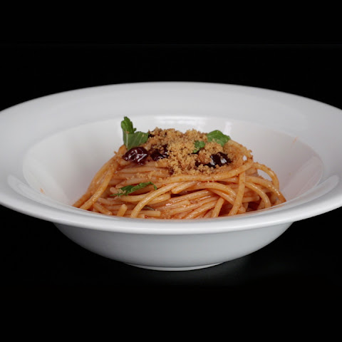 Spaghetti with Anchovies, Olives, and Capers (Spaghetti e Acciughe)