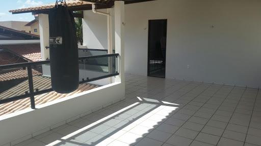 Vendo  ou Alugo Casa com 4 dorm em condomínio fechado  à ven