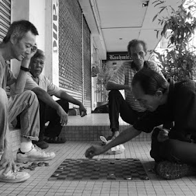 STREET FIGHTER by Firdaus Hadzri - News & Events World Events ( black and white, chess, penang, malaysia, people, firdaus hadzri, street photography )