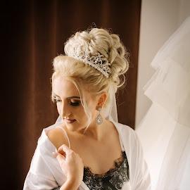 Gettin' ready by Klaudia Klu - Wedding Bride