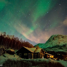 The cabin by Robin Tøllefsen - Landscapes Weather ( #aurora #mountains #landscape #arctic #norway #tromso #northernlight )
