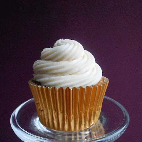 Banana Cupcakes with Cinnamon Cream Cheese Frosting