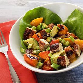 Paleo Grilled Chicken & Peach Salad with Honey-Lime Vinaigrette
