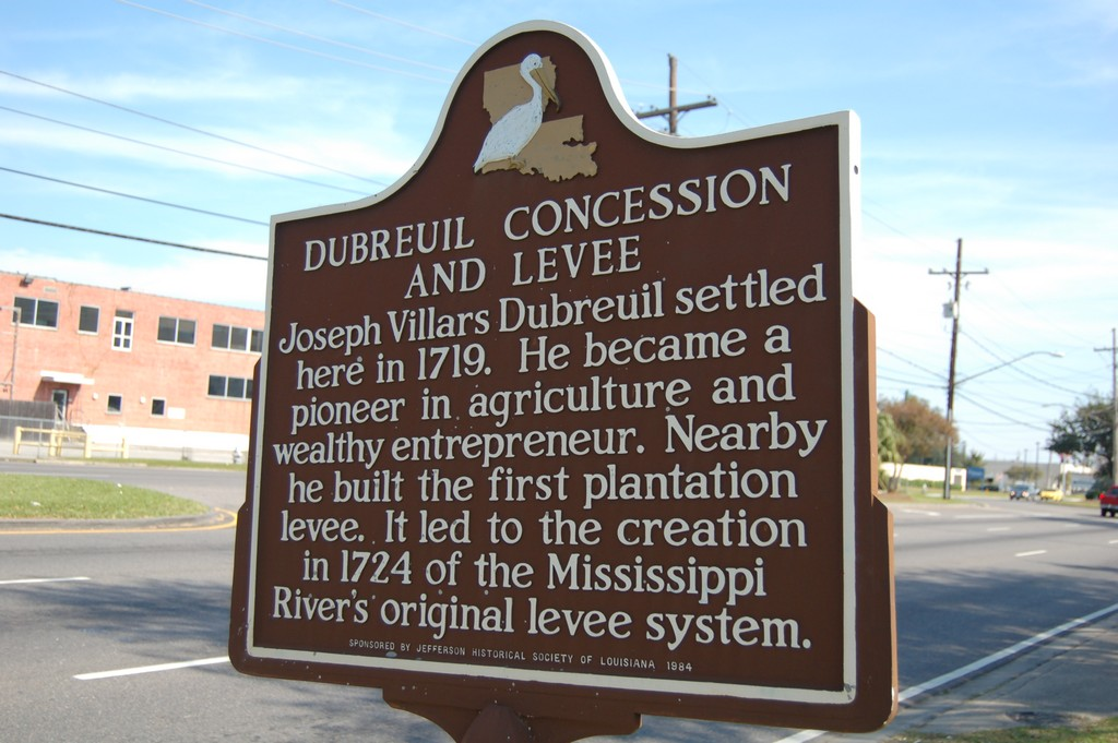 Joseph Villars Dubreuil settled here in 1719. He became a pioneer in agriculture and wealthy entrepreneur. Nearby he built the first plantation levee. It led to the creation in 1724 of the ...