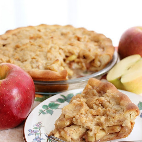 Streusel Apple Pie with Yeast Pie Crust