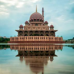 Putra mosque by Azri Suratmin - Travel Locations Landmarks ( masjid, putra, putrajaya, azri, malaysia, azrisuratmin )