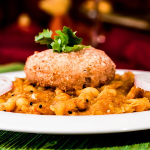 Ragda Patties Recipe (Baked Patties topped with Spiced Pea Curry)