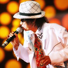 Darso the phenomenom by Anugrah Fajar - People Musicians & Entertainers
