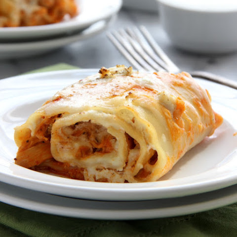 Buffalo Chicken Lasagna Rolls