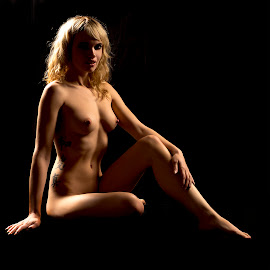The Pose by Kens Yeaglin - Nudes & Boudoir Artistic Nude ( studio, contrast, fayette, nude, black backdrop, highlights )