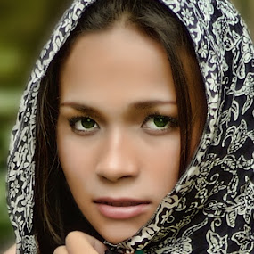 by Hendri Suhandi - People Portraits of Women