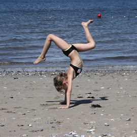Back bends and walk overs at the beach by Ernie Easter - Babies & Children Children Candids ( KidsOfSummer )