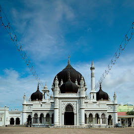 by Simon Yue - Buildings & Architecture Public & Historical