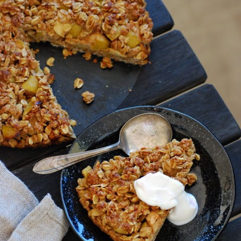 Sticky Crunchy Apple Flapjack Tart