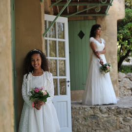 Like mother, like daughter, right ? by Frédéric Deleuse Photographe - Wedding Other ( wedding photography, wedding photographers, studio riviera wedding, wedding, frederc deleuse photographe )