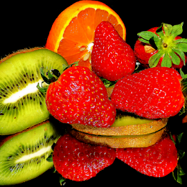 citrus with strawberry by LADOCKi Elvira - Food & Drink Fruits & Vegetables ( kiwi )